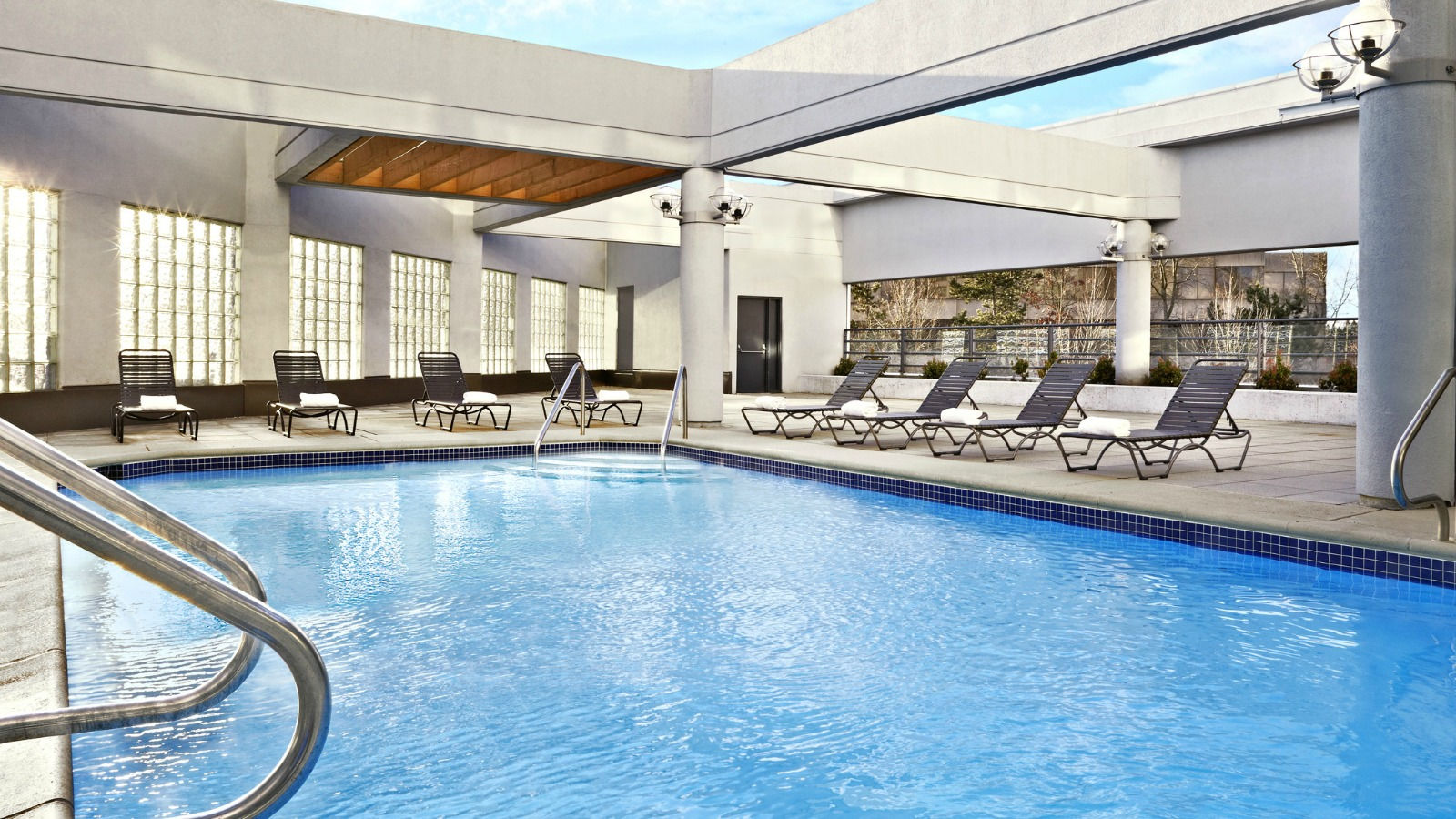 Sheraton Vancouver Guildford Hotel - Pool