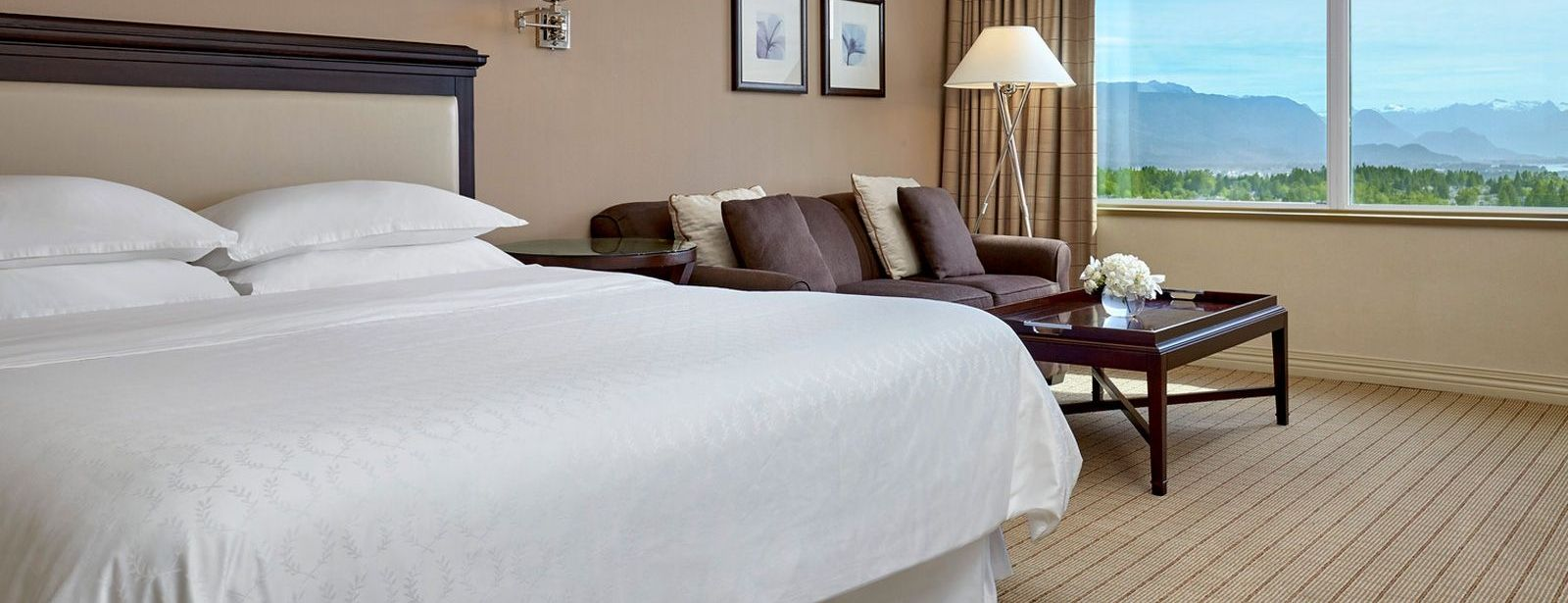 Sheraton Vancouver Guildford Hotel - Traditional Guest Rooms